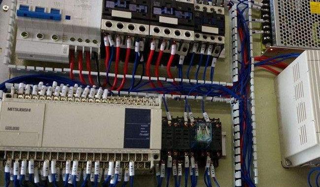 三菱PLC电源灯闪烁维修